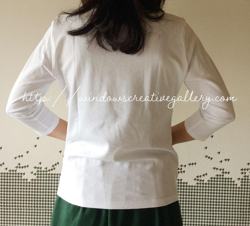 ドゥクラッセTシャツMサイズの後ろ姿