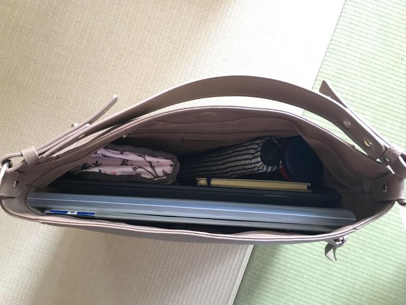 2wayバッグにノートパソコン